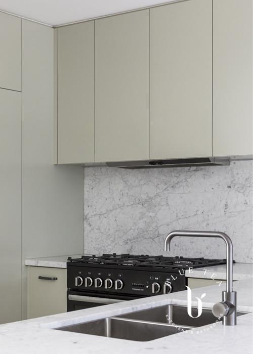 kitchen with marble splash back | Blue Tea Kitchens