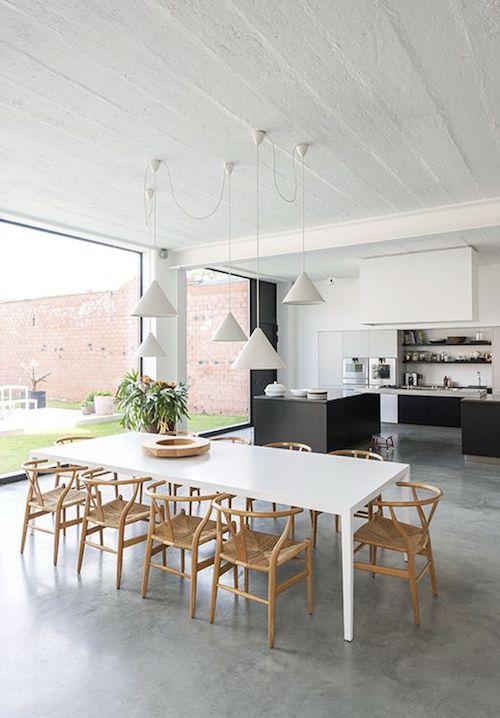 Open plan kitchen: Concrete floors