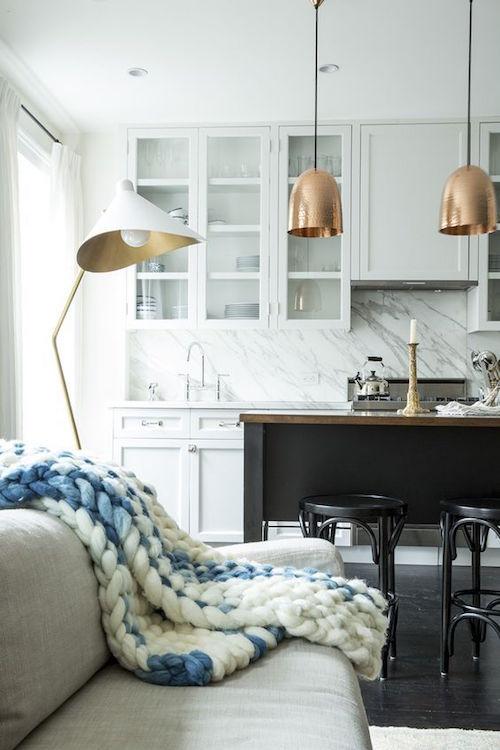 marble splash back | Hamptons kitchen