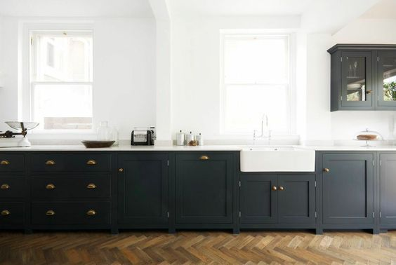 farm style sink hamptons kitchen